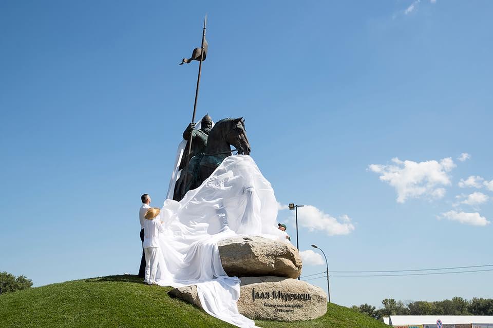 Памятник Илье Муромцу вКиеве начали устанавливать